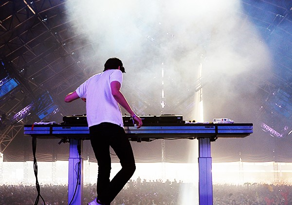 DJ-Baauer-coachella-day-3-perform-2016-billboard-1000
