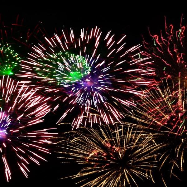fireworks-1102871_1920